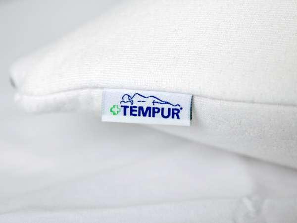 テンピュール社製低反発枕を備え付け。