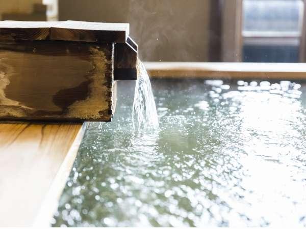 内海温泉自慢のナトリウム泉の柔らかな湯で癒される。