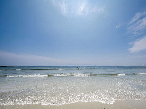 ■白砂のビーチまで徒歩すぐ!夏休みのご予約はお早目に。