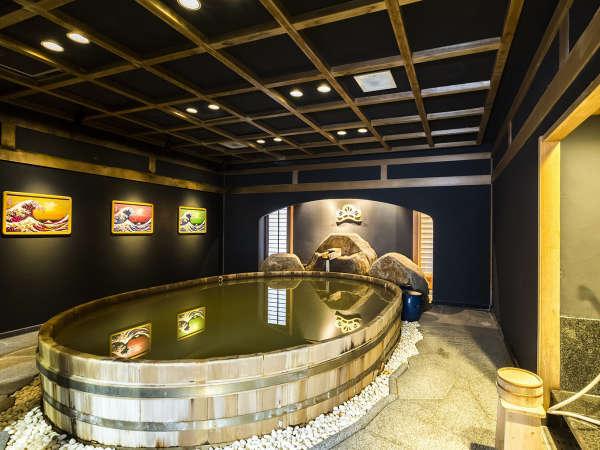 ■檜桶風呂の大浴場「月の湯」檜の名匠、原栄一氏の手による日本初の大衆檜桶風呂