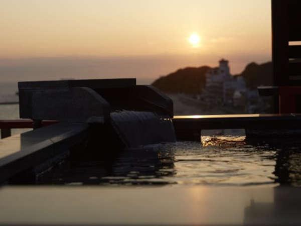 ■絶景貸切露天風呂「天上の湯」日没の時間は素晴らしい夕景を眺めながら。