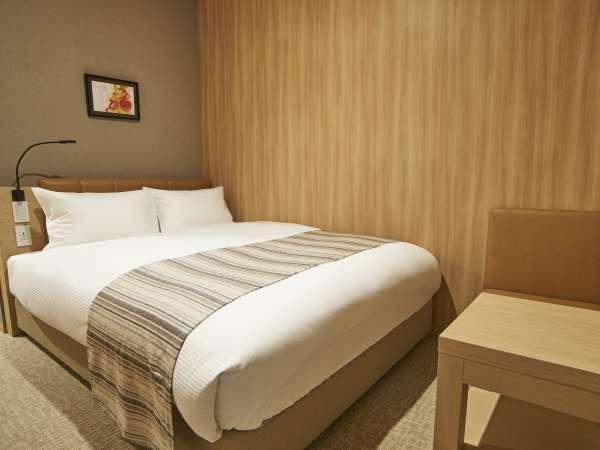 【ダブルルーム】ベッド幅は140センチカップルでもおひとりでも!