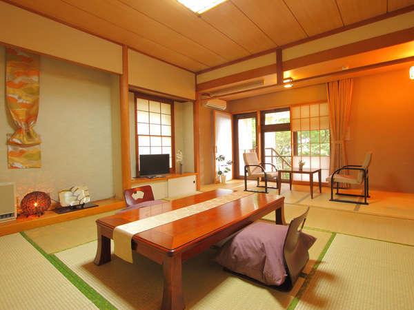 1階客室一例。デザイナー演出の趣深い純和室。充実したアメニティをご用意しております♪