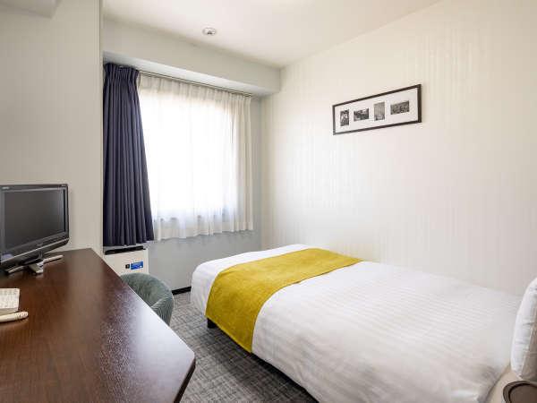 【1ベッドルーム】壁紙、デスクを一新し、よりお客様にお寛ぎいただける空間へと生まれ変わりました。