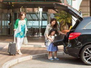 【南館側第二駐車場への行き方1】正面玄関でお連れ様とお荷物を降ろします。