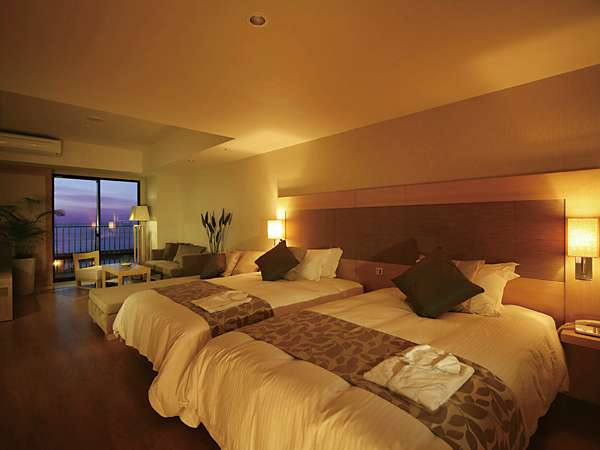 開放感あふれ客室。ベッドルームとリビングもゆったりとした造りの快適スペース