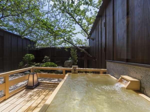 【露天風呂付客室】露天風呂に入りながら季節の移ろいをお楽しみ頂けます