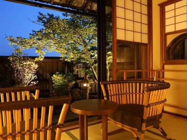【客室】お庭のある客室は、季節によって表情を変えてくれます。