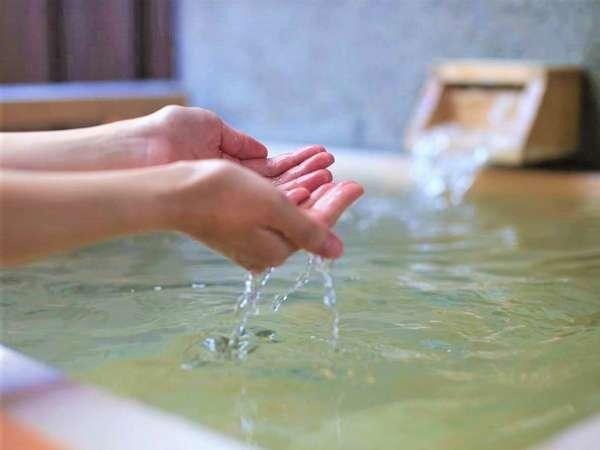 【客室】檜の香り漂うお風呂。贅沢な寛ぎをお楽しみください。