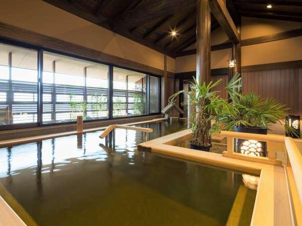 【大湯処:蒼雲】内風呂には立ち湯もご用意。足を伸ばしながらゆっくりお入り頂けます。