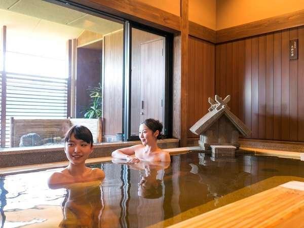 【大湯処:蒼雲】滑りにくく温かみのある畳の浴室