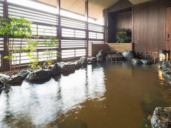 【大湯処:蒼雲】露天風呂は源泉かけ流し。夕暮れ時は涼しい風がを感じられます。
