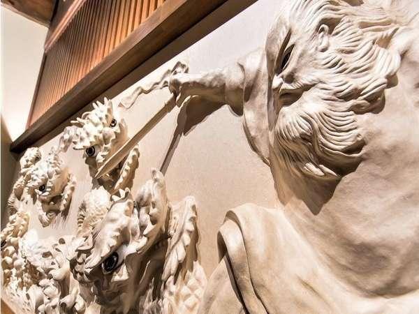 【帳場】石州和紙(無形文化財)により、スサノオノミコトとヤマタノオロチの決闘シーンが描かれています。