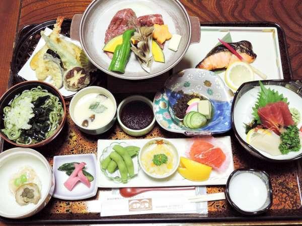 *グレードアップ夕食一例/当館イチオシモロヘイヤ麺付き!美味しいあきたこまちと約10品の和食膳。