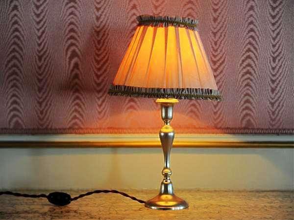 アメリカンランプが温かくて優しい光を演出します。
