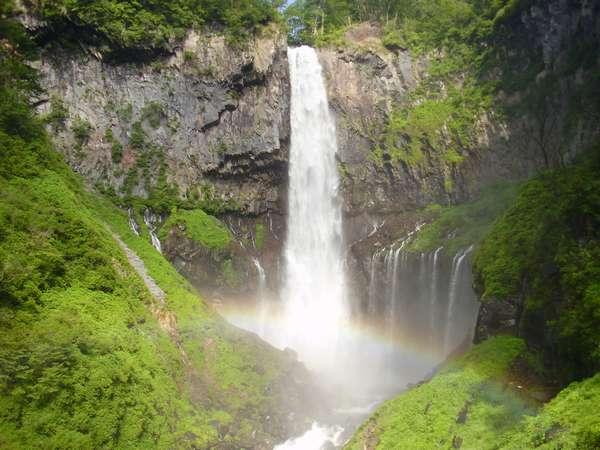 名瀑、華厳の滝まで徒歩15分です。