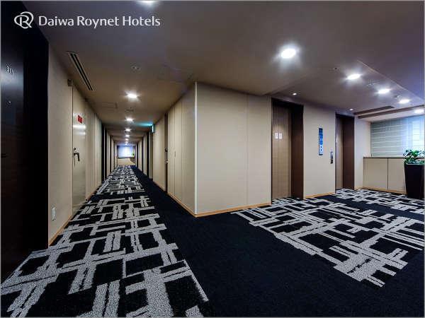 【客室廊下~エレベーターホール】各フロアに内線電話機とVOD券売機を設置しています