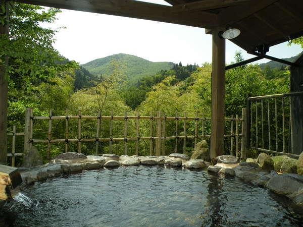 「くまざさ」の部屋の露天風呂。風呂からの光景は居心地満点でしょう!