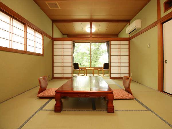 ◆【客室・和室10帖+4帖】すべてのお部屋から鬼怒川の大パノラマがご眺望いただけます。