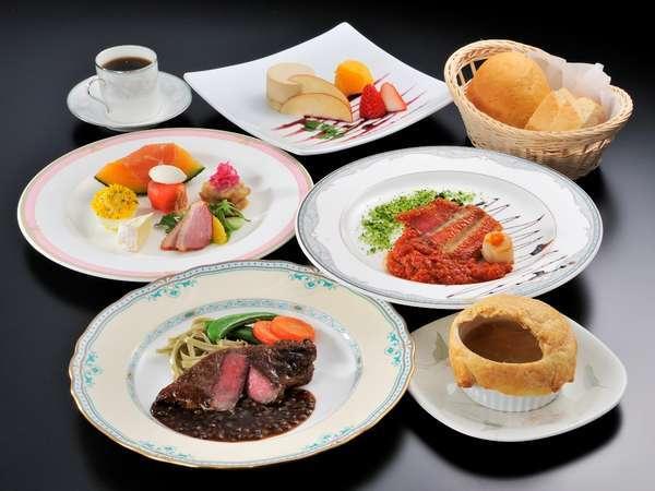 自家製焼き立てパンと地の素材を使った洋食フルコース。季節にあった素材を使用しております。