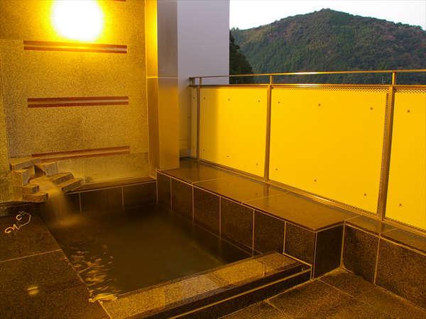 ★ハーブの露天風呂★景色良好♪自然たっぷりで仁淀川がよく見えます!皆様、乗り出し過ぎにご注意下さい!