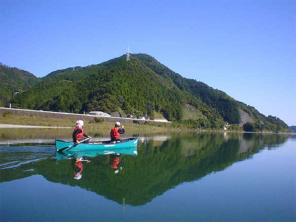 10月末までの人気のアクティビティ「奇跡の清流・仁淀川のカヌー体験」これからの季節が最高です♪