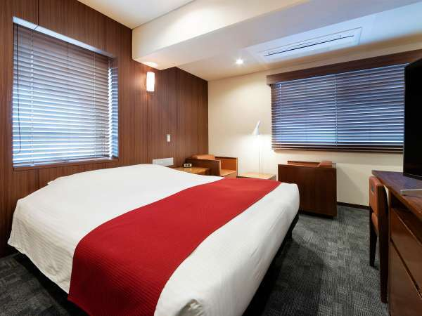 ※ベッドメイクスタイルは、羽毛布団を白の包布で包んだ清潔感があり掛け心地良いデュベスタイルを採用。