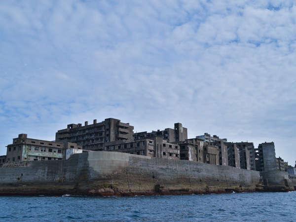 当館前桟橋から軍艦島まではクルーズ船や上陸観光船が出港中♪