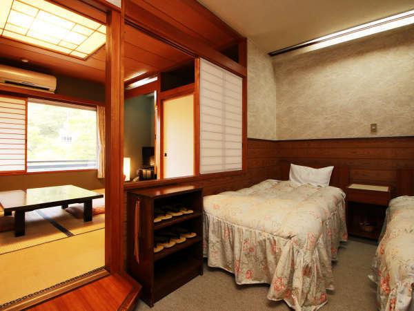 8畳和室とツインのベットルームの和洋室