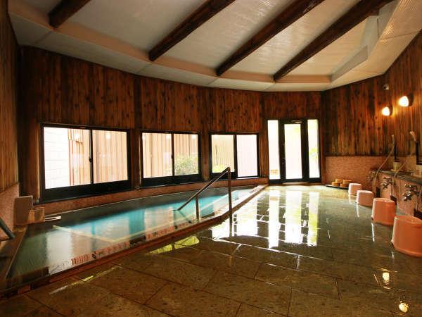 開放感のある女性用の内風呂 もちろん源泉かけ流しの温泉です。