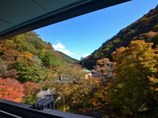 【眺望】お部屋からは四季折々の山の景色がご覧いただけます。