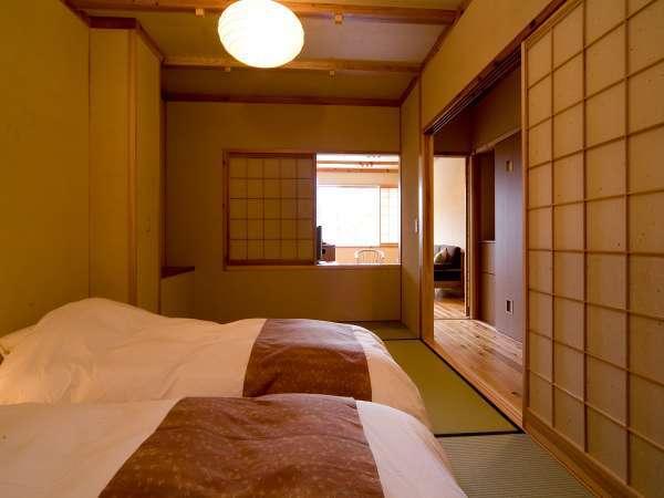 【半露天風呂付き和洋室】和室部分には和ベッドをご用意。