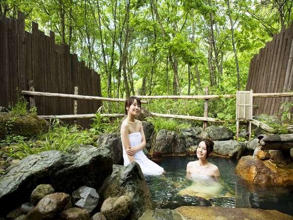 【貸切露天風呂(夏)】新緑の貸切露天風呂で森林浴を…