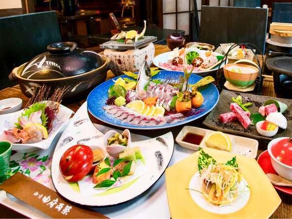 【夕食】通常の創作会席に黒毛和牛ステーキと豊後アジの姿造りが付いた会席