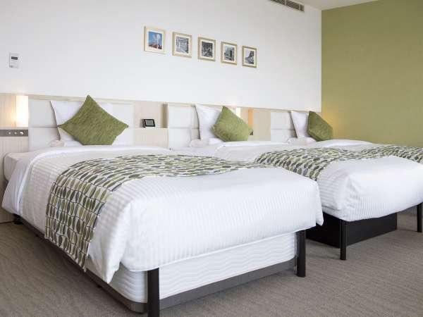 デラックストリプル/ベッド幅:120cm×3台