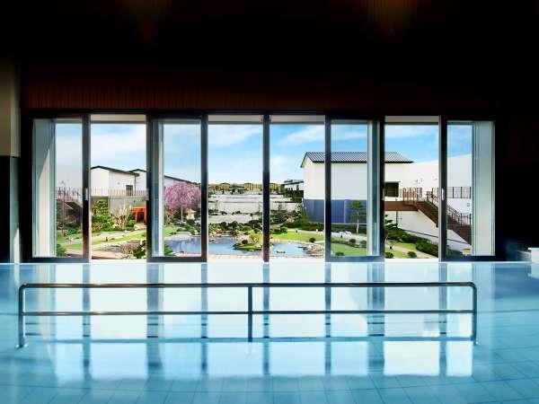 空庭温泉庭見風呂/広大な日本庭園が一望でき、ゆったりと癒してくれる空庭温泉一番の名物風呂