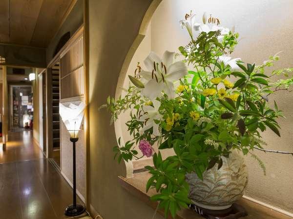 玄関に飾られた生花