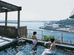 露天風呂 美湾の湯からの平戸瀬戸を望む