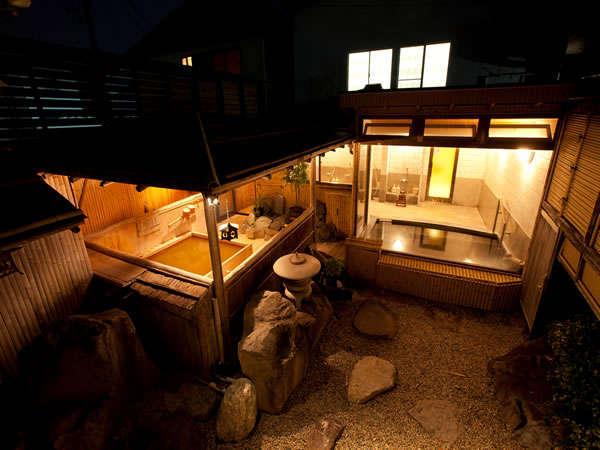 雰囲気のある露天風呂と大理石の内風呂