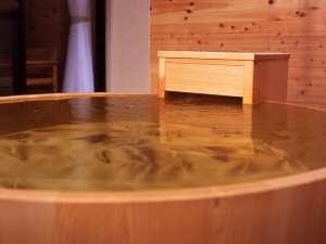 檜の丸い客室露天風呂