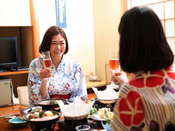 ご夕食は、嬉しいお部屋食♪周りを気にせず美味しいお食事を楽しんで