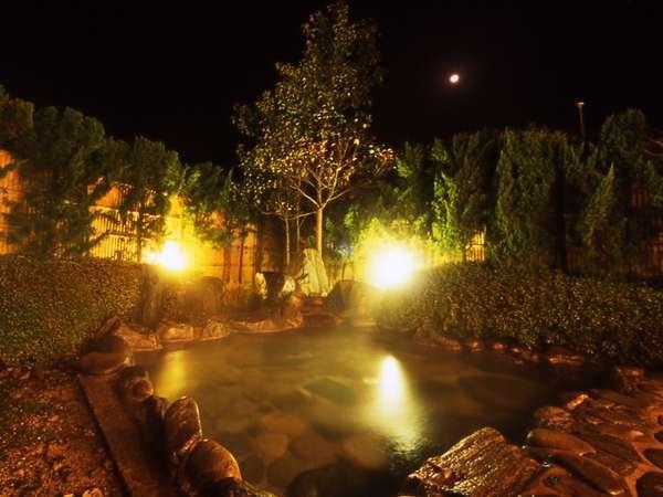 『美肌の湯』とも称される程泉質の良い旭温泉を露天風呂で堪能。夜は満天の星を眺めゆっくりおくつろぎを