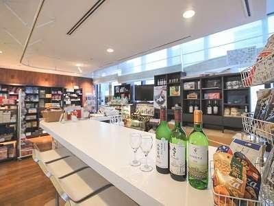 ゲストラウンジ内にあるバーでは厳選された北海道ワインをお楽しみいただけます