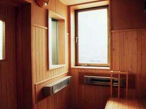 男女両方の浴室に設置してあり遠赤外線低温サウナで最高でも90度程度ですが、充分発汗します。