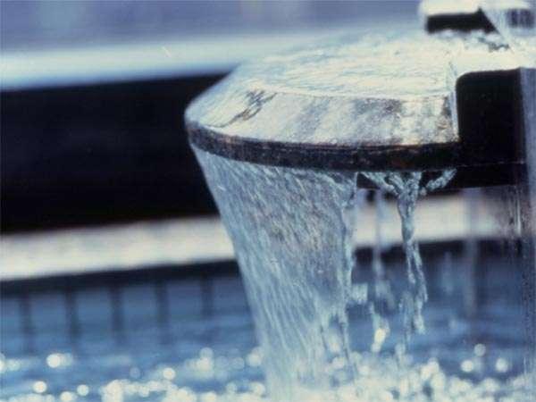 天空大浴場の浴槽に注ぐ吐水口 スーパーイオン水でお肌すべすべ髪つるつるになると評判