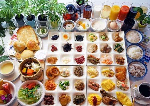 量より味のご評価の高い、大人気の福井のおそうざい朝食バイキング。それぞれ一品ずつ集めてみました。
