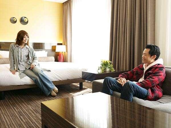 キングサイズのベッドにソファでくつろげるスペースがあり、VIPからご夫婦でなどにふさわしい客室です。