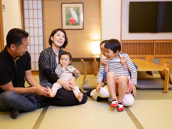 どこにでも這い這いする赤ちゃんには、やっぱり和室が安心です。