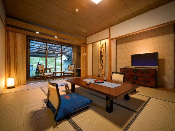 【露天風呂付客室】源泉かけ流しのぜいたくな露天風呂はゆったりとした2m×2mの広さ