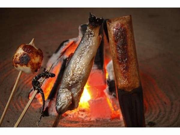 【民宿 福冨士】大自然の中の家庭的な宿。串焼き等囲炉裏の郷土料理や地酒を堪能